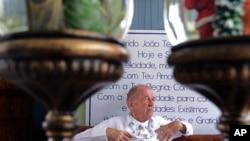 """Norberto Kist, quien a menudo asistía al curandero espiritual brasileño, dijo que el hombre que él consideraba un """"padre"""" era atractivo para las mujeres."""