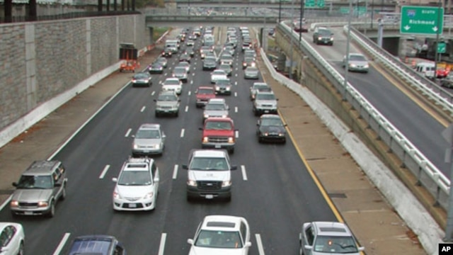 Traffic on the SW Freeway for the Thanksgiving Holiday in Washington, D.C., 25 Nov 2009