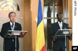 UN's Ban Ki-Moon (L) Chadian President Iddriss Deby (R)