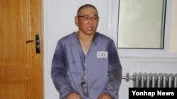 북한의'특별교화소'에 수감 중인 한국계 미국인 케네스 배 씨가 이달 초 재일본 조선인총연합회 기관지 '조선신보'와 인터뷰 하고 있다.