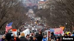 Ribuan aktivis anti aborsi melakukan unjuk rasa tahunan di Washington DChari Jumat (27/1).