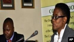 Mkurugenzi wa kamati ya uchaguzi Zambia, Priscilla Isaacs, akizungumza na waandishi wa habari juu ya uchaguzi mkuu wa Septemba 20, 2011