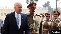 بایډن (د نایب صدر په حیث) په ۲۰۱۱ کال کې کابل ته د سفر پر مهال