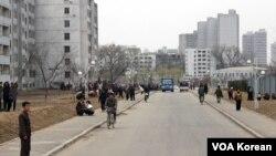 지난 4월 촬영한 평양 외곽의 한 아파트 단지. (자료사진)