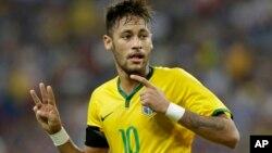 Neymar se engolosinó con Japón, a la que le anotó un póker de goles.