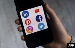 រូបឯកសារ៖ កម្មវិធីតាមទូរសព្ទទំនើបរបស់ក្រុមហ៊ុនបណ្តាញសង្គមមួយចំនួនដូចជា Facebook, Twiiter និង Instagram ត្រូវបានថតកាលពីថ្ងៃទី២៨ ខែឧសភា ឆ្នាំ២០២០។