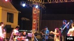 Salah satu panggung pada Festival Musik Jazz 'Ngayogjazz' ke-5 di komplek pasar rakyat Kotagede, Yogyakarta (12/11).