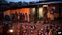 Tombée de la nuit à Kigali au Rwanda le 9 septembre 2019.