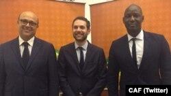 De gauche à droite: Essadik Alaoui, Amr Fahmy et Anthony Baffoe. (Twitter/CAF)