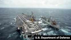 美国罗斯福号航空母舰(1995年,美国国防部照片)