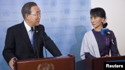 UN Secretary General Ban Ki-Moon and Burma's opposition leader Aung San Suu Kyi speak at a joint media conference at the United Nations in New York, September 21, 2012.