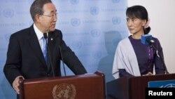联合国秘书长潘基文(左)和缅甸反对派领导人昂山素季9月21日在纽约联合国总部
