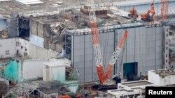 Gambar reaktor No.3 PLTN Fukushima Daiichi dilihat dari udara, 18 Juli 2013 (Foto: dok). TEPCO, operator PLTN Fukushima melaporkan sebuah tangki fasilitas itu telah membocorkan sekitar 300 ton air yang sangat tercemar, Selasa (20/8).