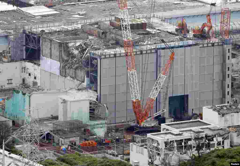 An aerial view shows the No. 3 reactor building at the Fukushima Daiichi nuclear power plant, July 18, 2013. (Kyodo)