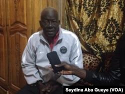 Le doyen Djibril Gueye, responsable au quai de pêche de Saint-Louis, au Sénégal, le 4 février 2018. (VOA/Seydina Aba Gueye)