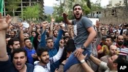 سینکڑوں افراد نے سعودی سفارتخانے کے سامنے مظاہرہ کیا