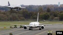Otros dos aviones de UPS, además del que está detenido en el aeropuerto de Filadelfia, también están siendo investigados, en Newark en Nueva Jersey y en Londres.