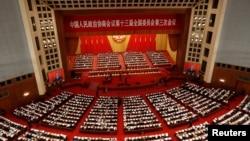 中国政协代表在北京人大会堂参加全国政协会议开幕会。(2020年5月21日)