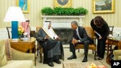 Tổng thống Mỹ Barack Obama (phải) tiếp Quốc vương Salman của Ả Rập Xê-út ở Tòa Bạch Ốc ngày 4/9/2015.