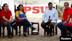 Venezuela's acting President and Presidential candidate Nicolas Maduro (2nd R), his wife Cilia Flores (2nd L) sit with brother of late President Hugo Chavez, governor of Barinas Adan Chavez (R), and President Chavez's son-in-law, Venezuela's Vice President Jorge Arreaza, as they attend a ceremony in the state of Barinas, Apr. 2, 2013.