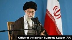 El líder supremo iraní, ayatolá Ali Khamenei, habló en una reunión con estudiantes en Teherán, el martes, 3 de noviembre de 2015.