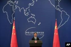 """Người phát ngôn BNG Trung Quốc """"kêu gọi các bên liên quan tôn trọng chủ quyền và quyền tài phán của Trung Quốc."""""""