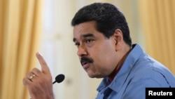 Tổng thống Venezuela Nicolas Maduro phát biểu trong cuộc gặp với các bộ trưởng ở Dinh tổng thống Miraflores, Venezuela, ngày 16 tháng 6 năm 2016.