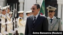 Le colonel Ely Ould Mohamed Vall en visite en Algérie le 7 mai 2006.