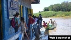 Một trường học từ thiện cho trẻ em Việt trên Biển Hồ, Campuchia. (Ảnh Báo Lao động)