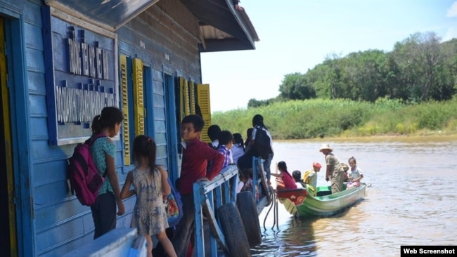 Trường học từ thiện cho trẻ em Việt trên Biển Hồ, Campuchia. (Ảnh Báo Lao động)