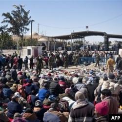 Liviya-Tunis chegarasida o'nlab ming odamlar madad kutib o'tiribdi