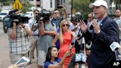 佛羅里達州民主黨人初選街頭拜票資料照。