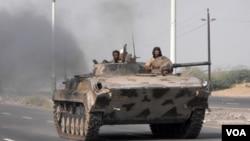 Tentara Yaman bergerak menuju selatan Zinjibar setelah membebaskannya dari jaringan militan Al-Qaida (10/9).