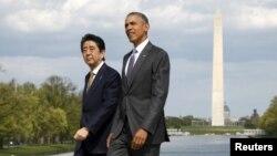 Tổng thống Mỹ Barack Obama và Thủ tướng Nhật Bản Shinzo Abe thăm Đài tưởng niệm Lincoln ở Thủ đô Washington hồi tháng 4 năm 2015.