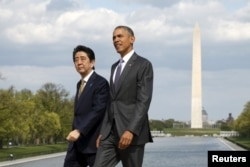 奥巴马总统陪同安倍首相参观华盛顿。