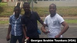 Les étudiants membres de la FESCI manifestent contre les frais annexes à l'école, le 17 septembre 2017 à Abidjan, en Côte d'Ivoire. (VOA/Georges Ibrahim Tounkara)