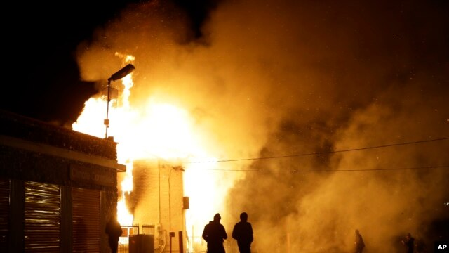Một cơ sỏ bị đốt sau loan báo của Đại hội thẩm đoàn không khởi tố cảnh sát viên Darren Wilson, 24/11/14