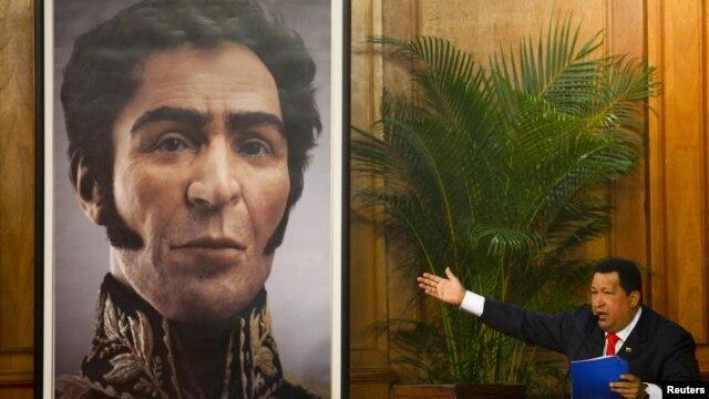 Los restos de Simón Bolívar fueron exhumados el 15 de julio de 2010 y a partir de ese estudio se realizó la reconstrucción en 3D presentada por el presidente de Venezuela, Hugo Chávez.