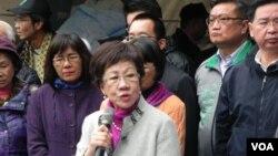 台灣前副總統呂秀蓮(中)