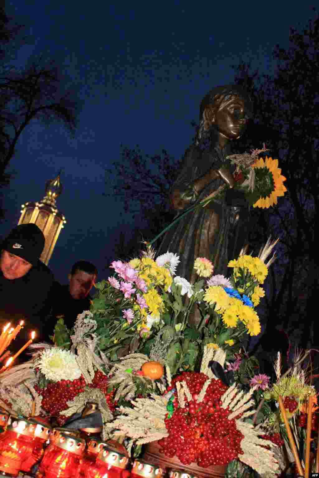 У национального Комплекса-монумента жертвам голодоморов в Киеве