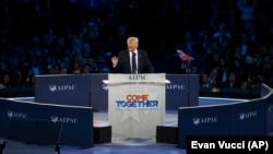 kandidat calon presiden AS dari Partai Republik, Donald Trump, berbicara di konferensi kebijakan Komite Urusan Publik Amerika Israel (AIPAC) (21/3). (AP/Evan Vucci)