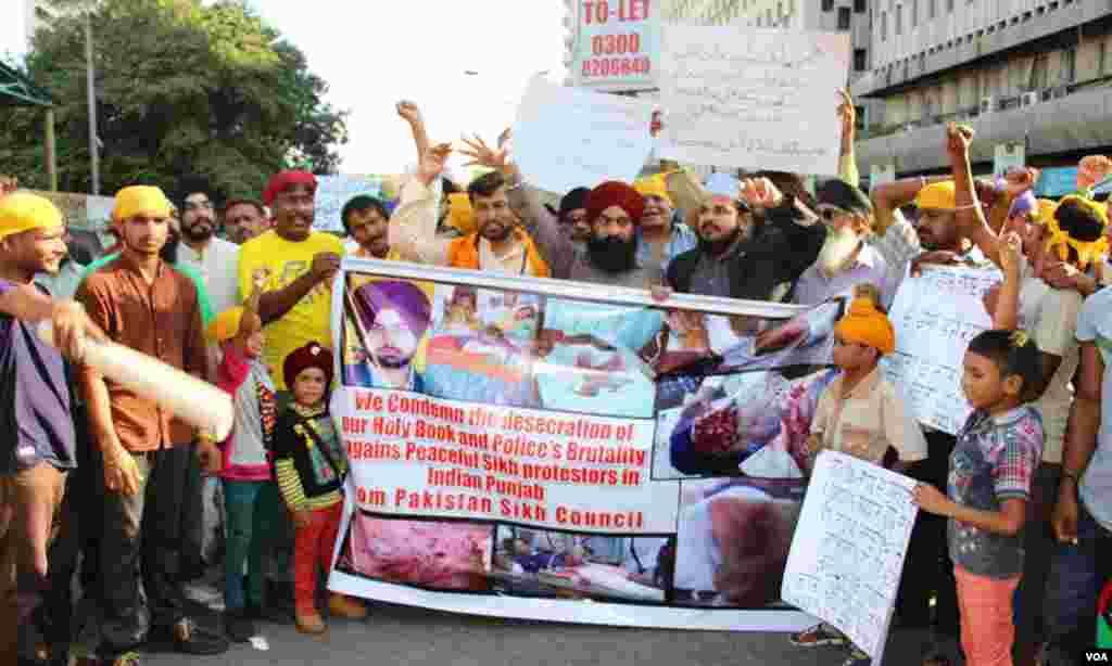 مظاہرے میں کراچی میں آباد سکھ مذہب سے تعلق رکھنے والے افراد شریک ہوئے