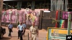 Tentara Perancis di lokasi serangan bersenjata di Bamako, Mali (7/3). (AP/Harouna Traore)