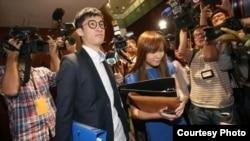 青年新政的梁颂恒和游蕙祯(苹果日报图片)