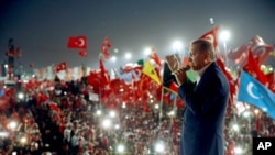 2016年8月7日土耳其总统埃尔多对百万人集会发表讲话。