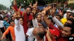孟加拉國示威者在首都達卡舉行抗議活動,反對判處反對黨領導人莫拉死刑。