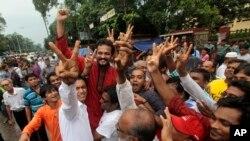 孟加拉国示威者在首都达卡举行抗议活动,反对判处反对党领导人莫拉死刑。
