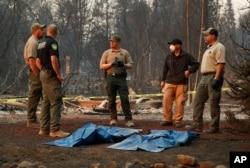 El presidente Donald Trump elogió el desempeño de los bomberos de California durante los incendios que azotan el estado.