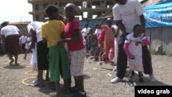 """天主教救濟會與特殊奧林匹克運動會合作,在內羅畢卡旺瓦瑞(Kawangware)貧民窟,開辦了一項""""少兒運動員""""項目。(視頻截圖)"""