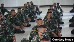 Puluhan siswa SECAPA Angkatan Darat menonton bersama Pidato Presiden Joko Widodo saat Hari Lahir Pancasila 1 Juni. (Sumber: Secapa AD).
